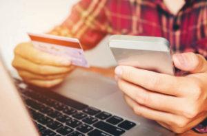 Осуществите вывод излишних средств с баланса мобильного телефона на карту Сбербанка через СМС или онлайн форму на сайте вашего оператора