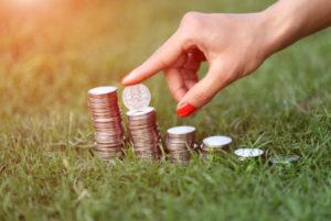 Еще одним немаловажным фактором при выборе вклада является возможность его пополнения и частичного досрочного снятия при необходимости без потери процентов