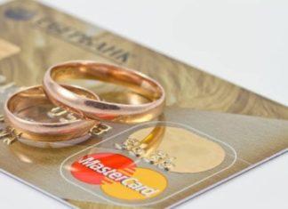 Можно ли не менять банковскую карту при смене фамилии