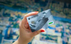 Снять деньги с карты МИР можно и в другом регионе и в другом банкомате, заплатив за это комиссию. Исключением станет получение наличных денежных средств за пределами РФ.