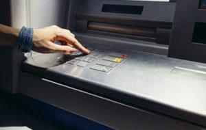 Каждый держатель Бизнес-карты имеет возможность снимать и вносить наличные на ее счет через банкомат, в рамках установленных лимитов