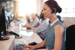 Основным способом активации карты Альфа-Банка на сегодняшний день остается звонок по телефону горячей линии банка