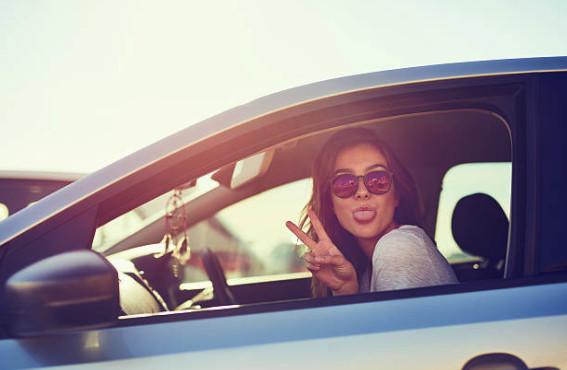 Если в указанный период действия Акции вы оплачиваете покупки картой Сбербанка МИР, то автоматически становитесь претендентом на место победителя - обладателя автомобиля или одного из денежных призов