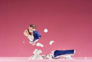 При разводе, нередко меняется титульный заемщик или порядок погашения. Ведь нередко один из супругов отказывается от собственности, и, соответственно, от банковских обязательств.