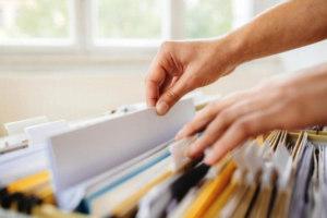 Взять справку о закрытии кредита лучше сразу же после выполнения своих обязательств. В противном случае, в ряде банков, спустя несколько месяцев эта услуга может стать для вас платной.